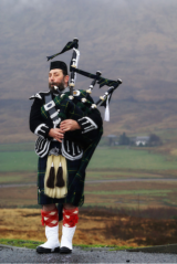 Scottish Piper by Gryphius (Wikimedia Commons)